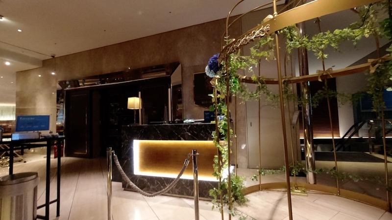 【コロナ禍2020年9月】ヒルトン東京エグゼクティブ&マーブルラウンジと最上階38階宿泊記 マーブルラウンジ 朝食 エントランス