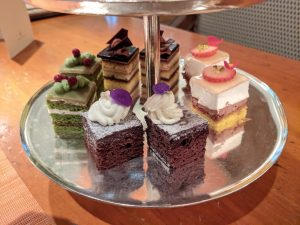 【くま】リッツカールトン大阪アフタヌーンティー!クリスマステディベアティーパーティー【ブログ】 3段アフタヌーンティースタンド ケーキ