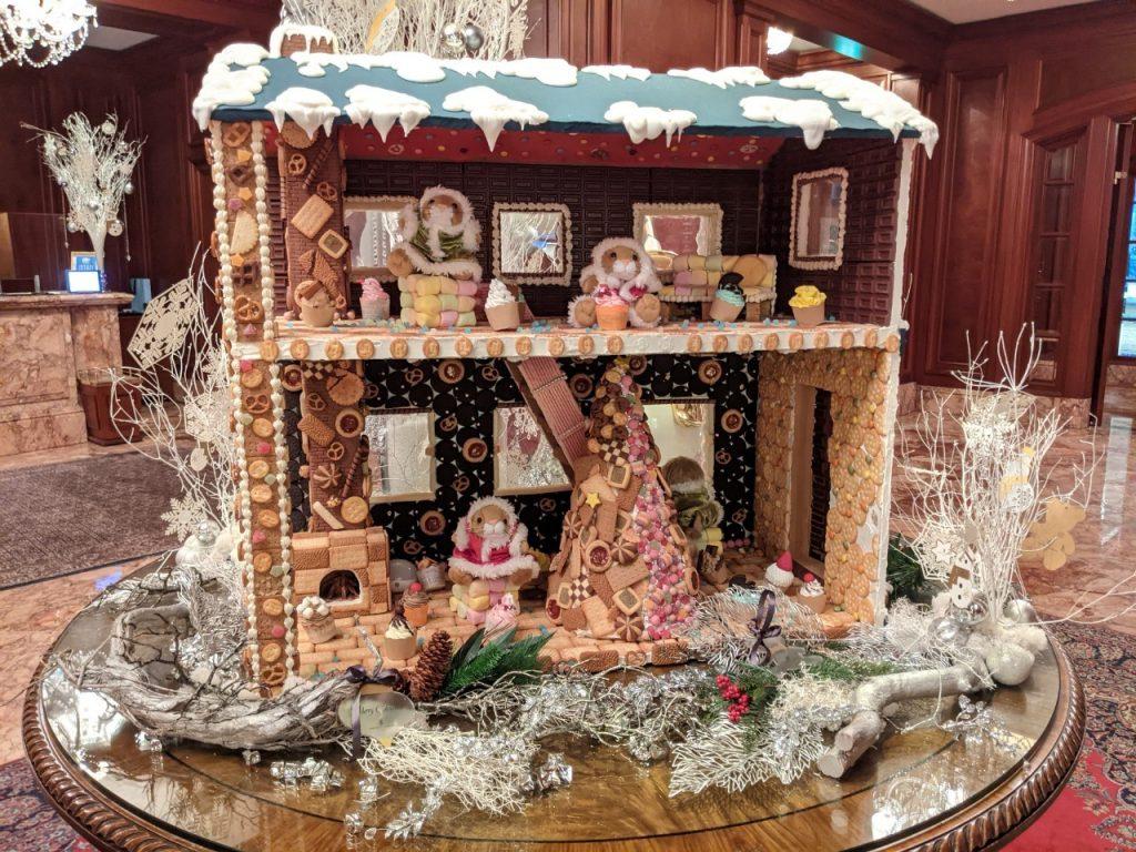 【くま】リッツカールトン大阪アフタヌーンティー!クリスマステディベアティーパーティー【ブログ】ホテル内の様子 お菓子の家 ヘクセンハウス