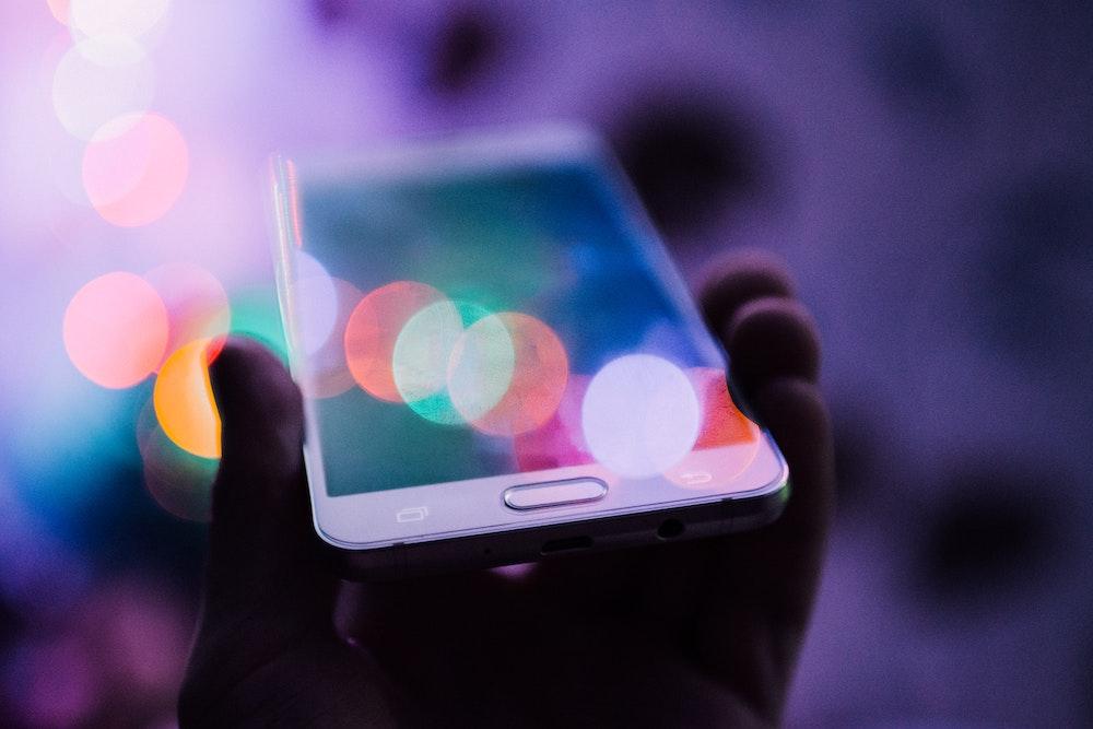 使い放題?SIMデータ容量超過後の速度制限比較と無制限&大容量SIM一覧【格安&キャリア】 通信速度制限が気にならない! 50GB以上大容量SIM一覧