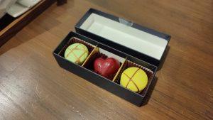 【三重】季さら別邸刻Toki〜宿泊記ブログ〜【料理は?赤ちゃんOK?】 ミニバー チョコレート マカロン